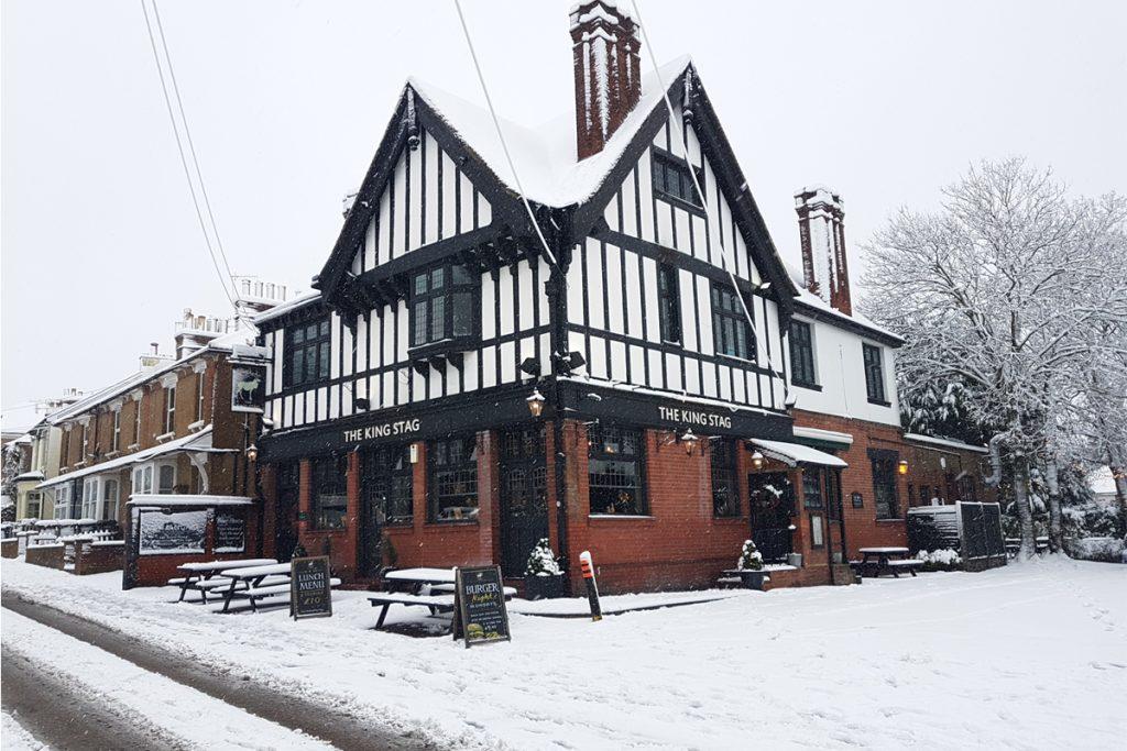 gallery-snowy-pub